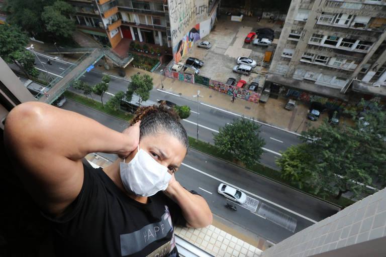 A enfermeira Simone Campos, 54 anos, tinha dificuldades para dormir devido ao barulho da grade metálica na avenida Nove de Julho, na região central de São Paulo