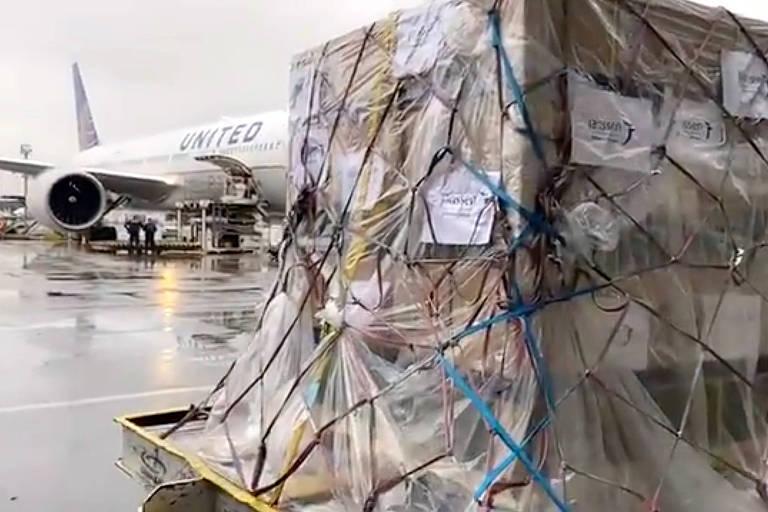 O primeiro lote com 1,5 milhão de doses da vacina da Janssen compradas pelo Ministério da Saúde chegou nesta terça-feira (22) ao Brasil pelo Aeroporto Internacional de São Paulo, em Guarulhos