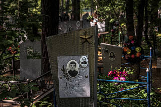 A cemetery for the victims of an airborne anthrax bacteria accident at a Soviet Union military lab in 1979, in Yekaterinburg, Russia, June 11, 2021. (Sergey Ponomarev/The New York Times)
