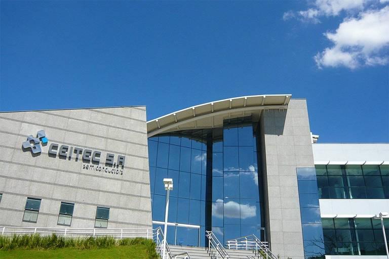 Fábrica estatal para a produção de chips, inaugurada em fevereiro de 2010 pelo ex-presidente Luiz Inácio Lula da Silva, em Porto Alegre (RS)