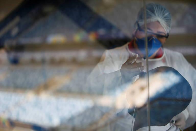 Teste PCR em trabalhador da Arena Pantanal durante a Copa América
