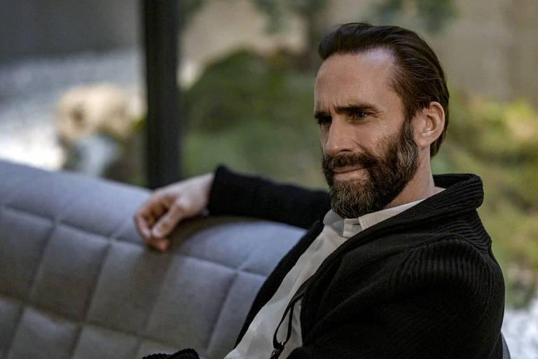 Joseph Fiennes diz que amou a 'catarse' do final de 'The Handmaid's Tale'