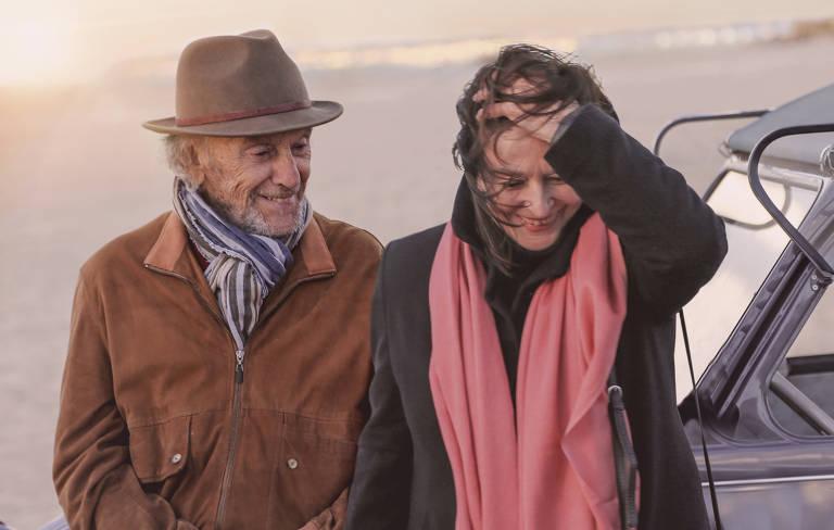 """Jean-Louis Trintignant e Anouk Aimée em cena do filme """"Os Melhores Anos de Uma Vida"""", de Claude Lelouch"""