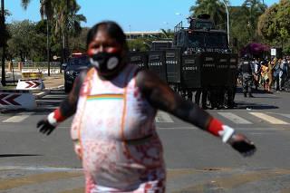 ÍNDIOS / PROTESTO / PM / CAMARA / PL 490