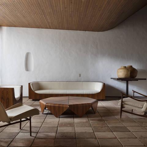 SAO PAULO, SP, JUNHO 2021  -  Exposição com mobiliário assinado por Jorge Zalszupin, em sua casa, em São Paulo, em junho de 2021. (Foto: Ruy Teixeira)