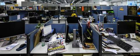 TOPSHOT - Monitors are seen detached from desktop computers at the Apple Daily political desk, after they were taken away as evidence from the local paper's newsroom in Hong Kong on June 17, 2021, after Hong Kong police arrested the chief editor and four executives of the pro-democracy newspaper earlier in the morning, raiding its newsroom for a second time in the latest blow to the outspoken tabloid. (Photo by Anthony WALLACE / AFP)