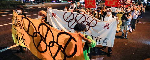 People hold banners and signs as they participate in a rally calling for the cancellation of the 2020 Olympic Games, one month from the official start of the games, in Tokyo, Japan June 23, 2021. REUTERS/Kim Kyung-Hoon ORG XMIT: GDN
