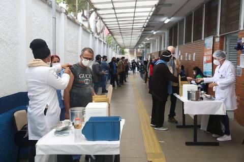 Cidade de São Paulo precisa de 470 mil doses para vacinar contra a Covid-19 pessoas de 43 a 48 anos, diz secretário
