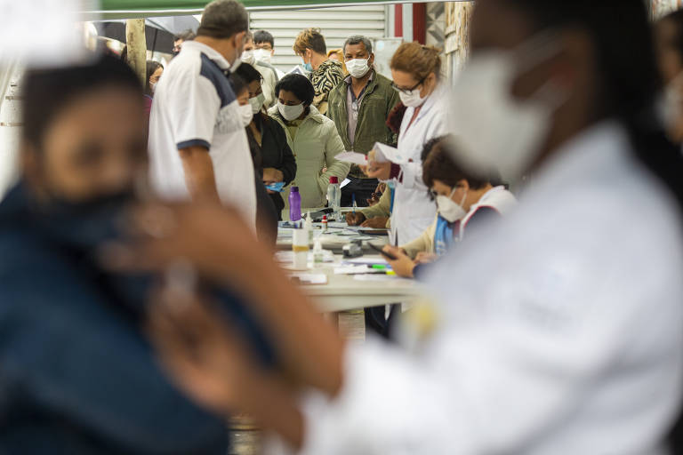 São Paulo retoma vacinação contra a Covid-19 de adultos com 49 anos ou mais