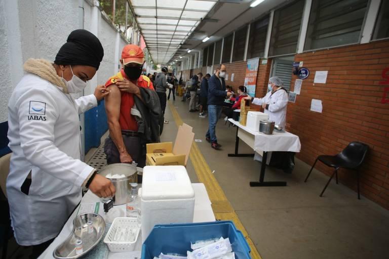 São Paulo faz repescagem da vacinação para pessoas de 42 a 46 anos nesta sexta (2)