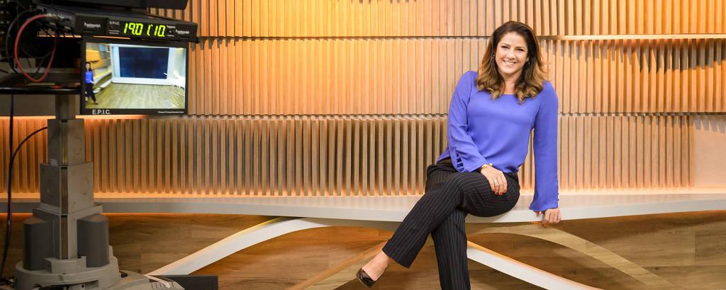 A jornalista Christiane Pelajo apresenta Jornal da GloboNews - Edição das 16h