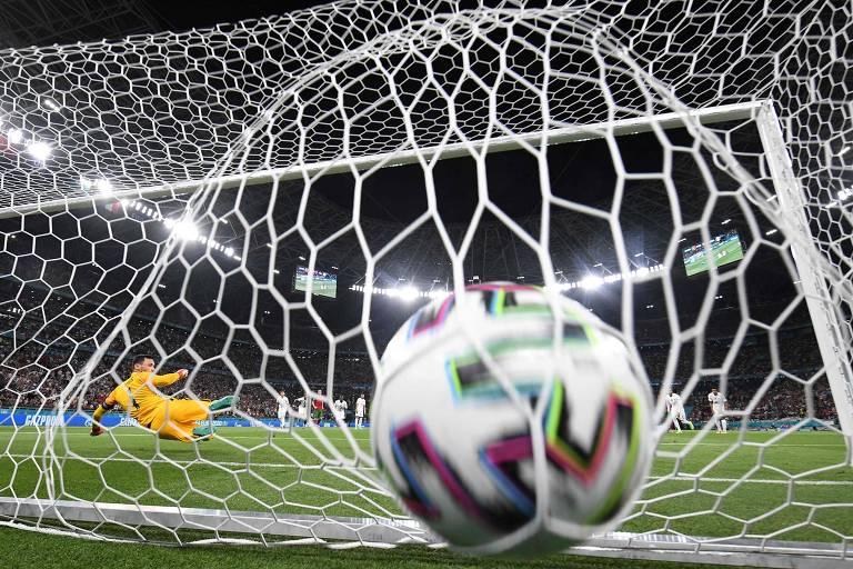 Para entender o futebol, atleta precisa enxergar os detalhes no jogo