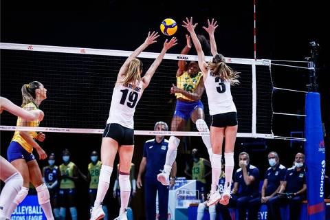 Brasil vence a Bélgica por 3 sets a 0 (25/18, 25/16 e 25/17)