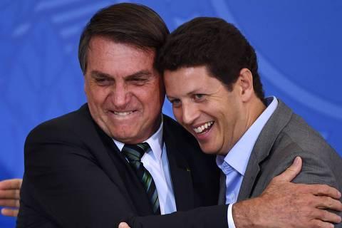 Bolsonaro repete padrão e entrega último anel ideológico com saída de Salles