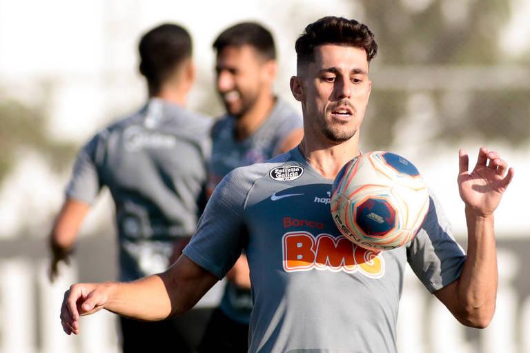 Entenda por que o Corinthians ainda não rompeu com Danilo Avelar após caso de racismo