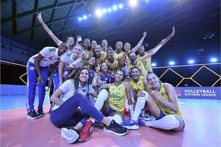 Na estreia, equipe brasileira festeja vitória por 3 x 1 Canadá (23/25, 25/11, 25/9 e 25/14), em Rimini, na Itália. Vice-líder, Brasil disputa a semifinal com Japão nesta quinta-feira  (24)