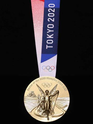 This undated handout photograph released on July 24, 2019 by Tokyo 2020 shows the front side of medals for the Tokyo 2020 Olympic Games in Tokyo. (Photo by Handout / Tokyo 2020 / AFP) / - NO Internet - NO RESALE / -----EDITORS NOTE --- RESTRICTED TO EDITORIAL USE - MANDATORY CREDIT