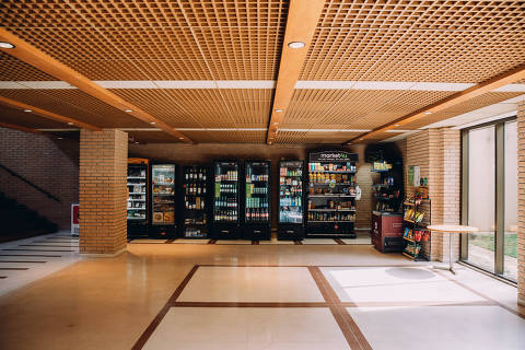 São Paulo, SP, Brasil, 18-06-2021: Ponto do Market4U em um prédio, especializada no segmento de mercadinhos em condomínios residenciais, e começou a atuar no ano passado. (foto Gabriel Cabral/Folhapress)