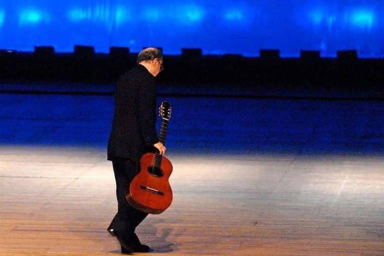 Esse não foi o microfone que pedi: repórter relembra o último show de João Gilberto