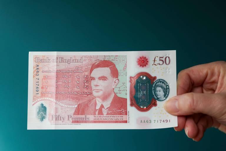 Saiba quem foi Alan Turing, cientista gay que estampa nota de 50 libras