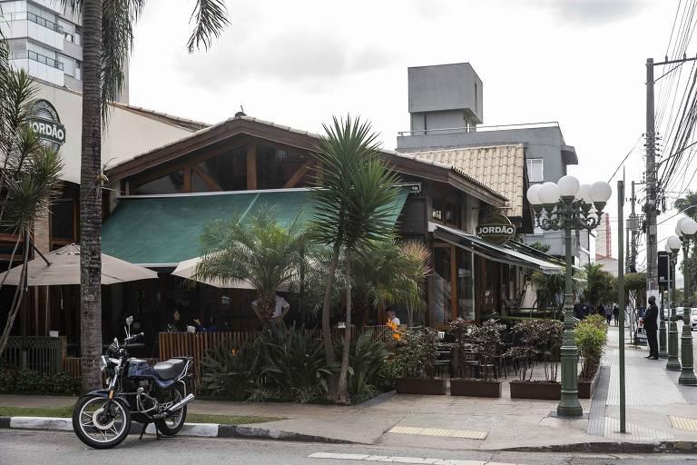 Bar Jordão, no Tatuapé, que emula o clima de Campos do Jordão