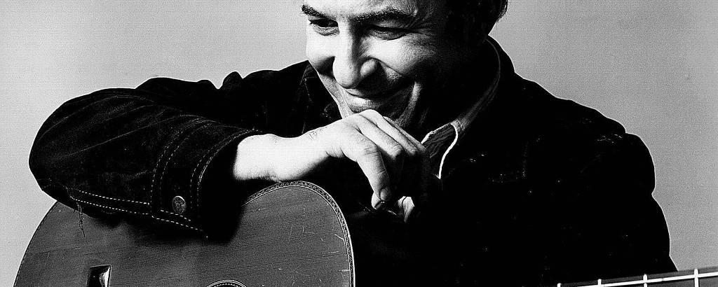 O músico João Gilberto fotografado em 1970