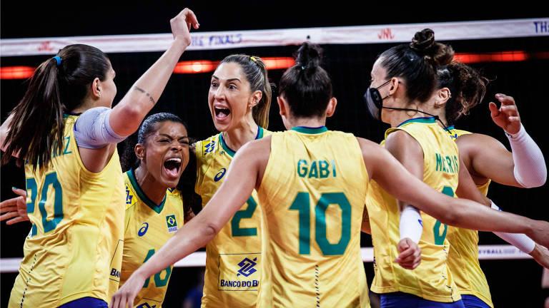 Brasil festeja vitória sobre o Japão, por 3 sets a 1 (25/15, 25/23, 29/31 e 25/16), e garante vaga na decisão do título Liga das Nações