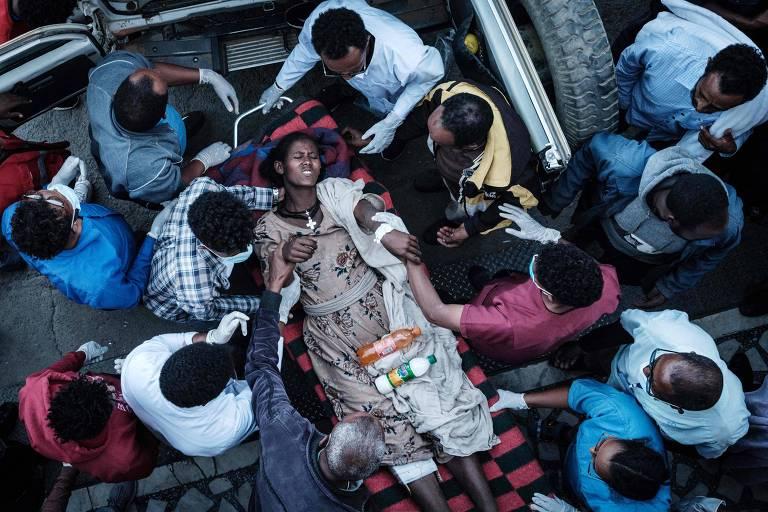 Moradora de Togoga, cidade na província do Tigré, que foi ferida durante o ataque aéreo das forças do governo