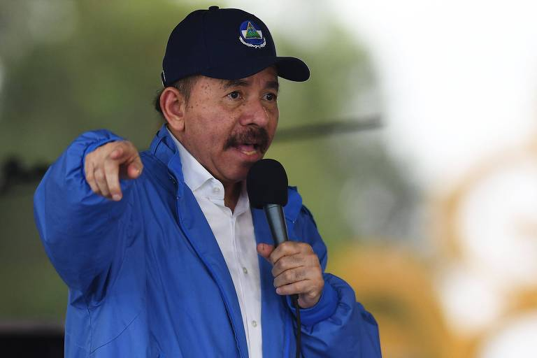 O ditador da Nicarágua, Daniel Ortega, discursa a apoiadores em Manágua