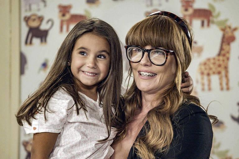 Deborah Secco celebra estreia de Maria Flor em novela: 'Inesquecível'
