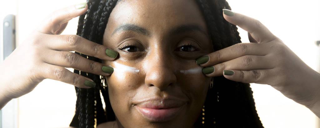 Samantha Cristina, 33, começou a cuidar mais da pele do rosto e do corpo com a pandemia