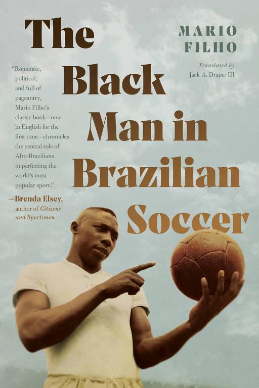 """Capa da edição em inglês de """"O Negro no Futebol Brasileiro"""", publicado pela University of North Carolina Press"""