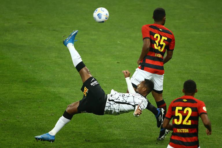 Com chuteira azul, Jô desencanta em vitória do Corinthians sobre o Sport