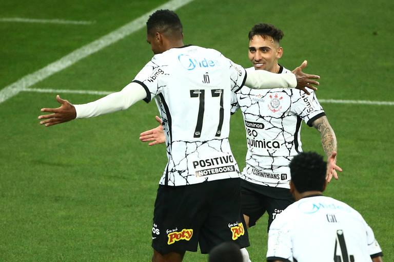 Jô comemora gol contra o Sport pelo Campeonato Brasileiro