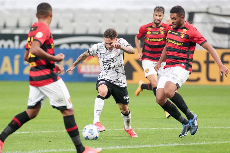 O atacante Gustavo Mosquito inferniza a defesa do Sport na vitória do Corinthians por 2 a 1, na Neo Química Arena