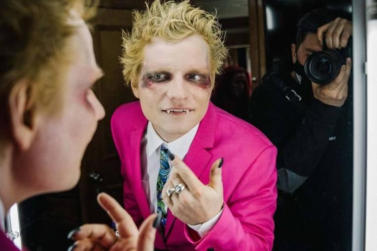 Ed Sheeran aparece como vampiro em clipe de 'Bad Habits', seu novo single; assista