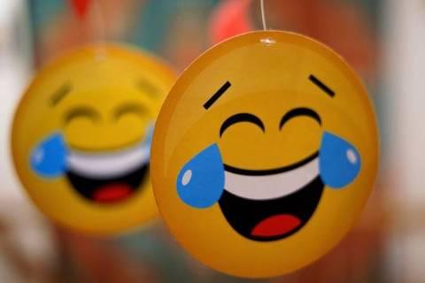 Se você usar esse emoji para rir nas redes sociais, seu interlocutor poderá adivinhar sua idade -jovem, não é