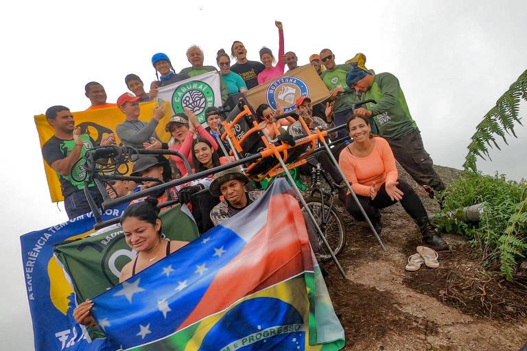 """""""Tio Evandro"""" e toda a equipe de montanhistas e trilheiros que o acompanharam até o topo da serra da Corcova, em Roraima"""