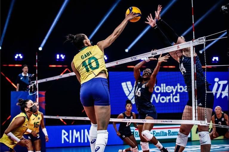 Gabi tenta passar pelo bloqueio das americanas na final da Liga das Nações