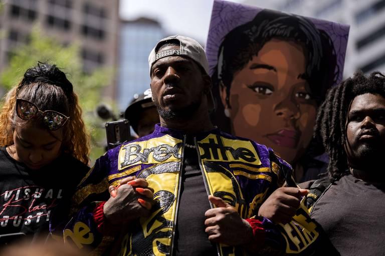 Americanos acompanham pronunciamento da sentença no caso George Floyd