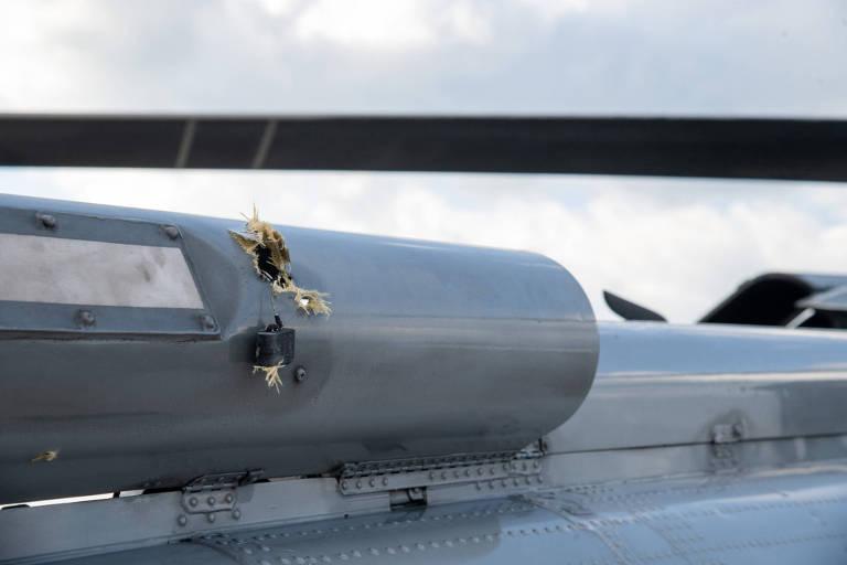 Marca de tiro em helicóptero usado pelo presidente colombiano, Iván Duque
