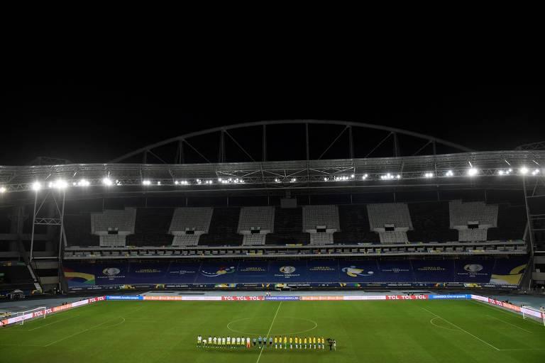 Brasil enfrentou a Colômbia no estádio Nilton Santos e Tite criticou o gramado