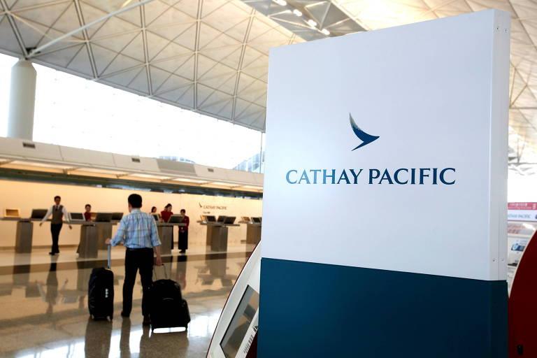 Companhia aérea chinesa ameaça desligar tripulantes que não se vacinarem