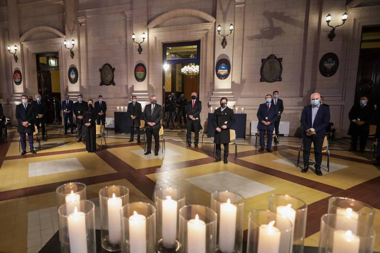 Cerimônia em homenagem às vítimas do coronavírus em Buenos Aires, na Argentina