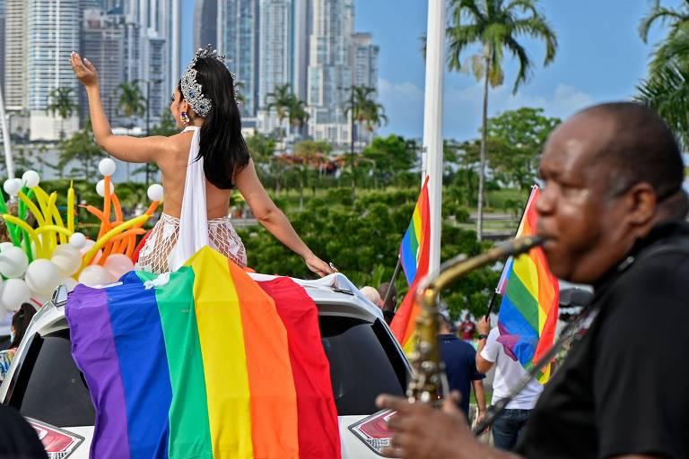 Comunidade LGBTQIA+ faz manifestações pelo mundo