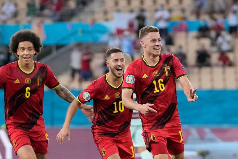 Thorgan Hazard celebra o gol que deu a classificação à Bélgica na Euro