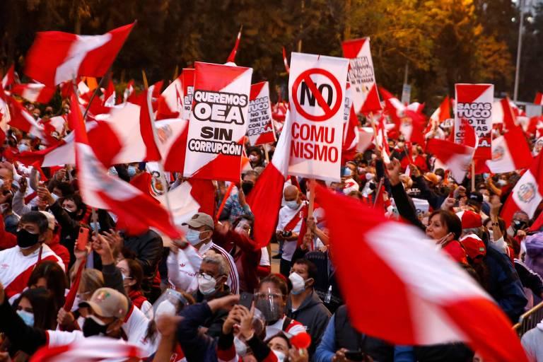 Apoiadores de Keiko e de Castillo vão às ruas em meio a incertezas sobre futuro eleitoral do Peru