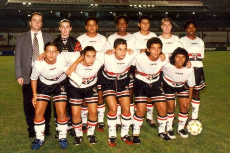 Formiga, primeira em pé da direita para a esquerda, em sua primeira passagem pelo São Paulo, na década de 1990