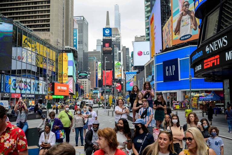 Homem é ferido com tiro nas costas na Times Square, em Nova York