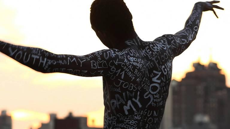 Smaïl Kanouté cria espetáculo em homenagem a jovens negros assassinados